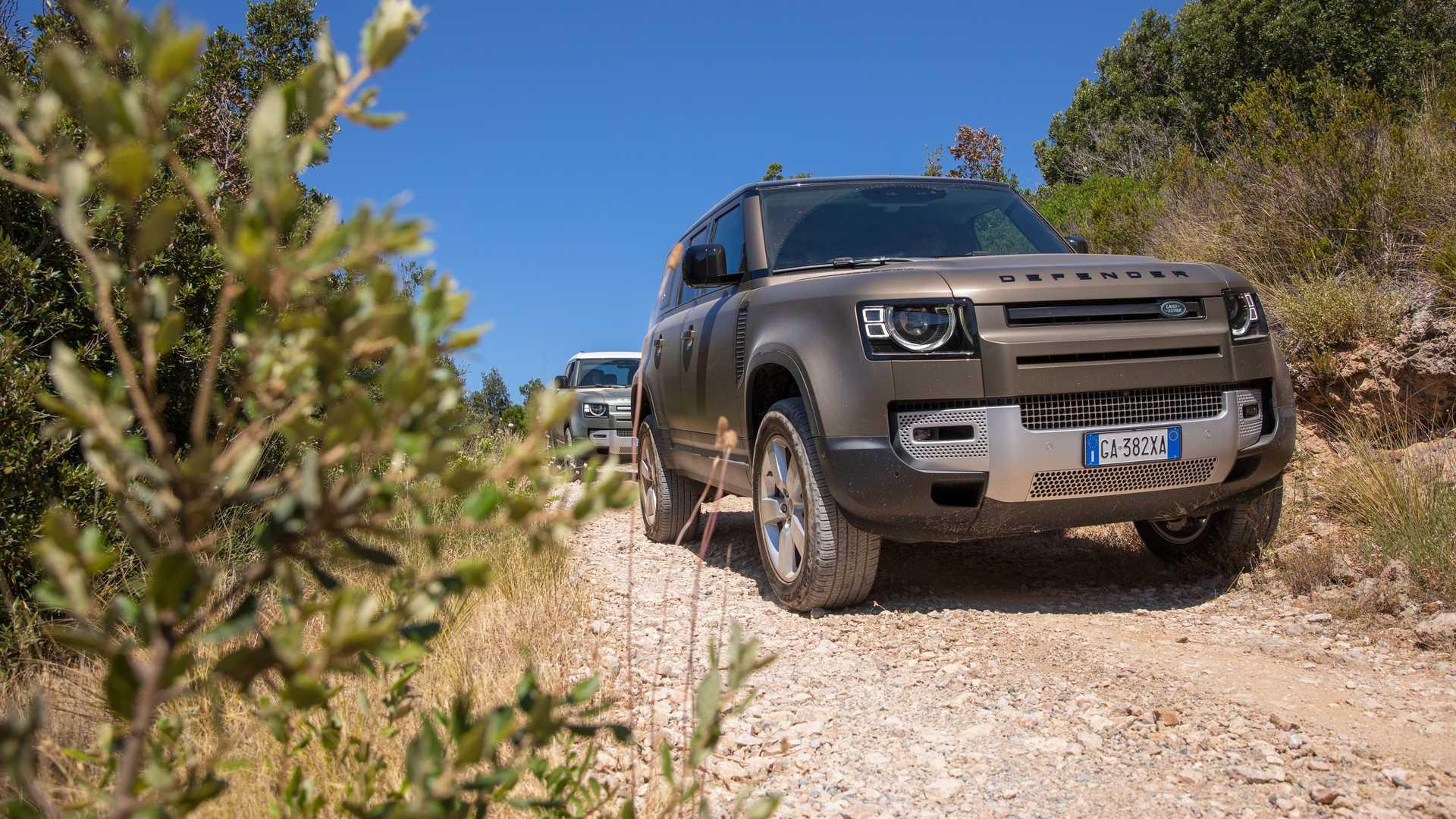 land-rover-defender-la-nostra-prova-mare-monti